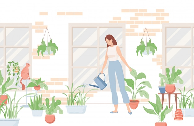 Frau, die gießkanne hält und hauspflanzen nahe dem haus oder im raum gießt.