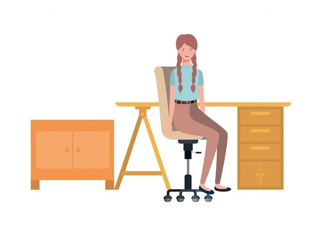 Frau, die im arbeitsbüro mit weiß sitzt