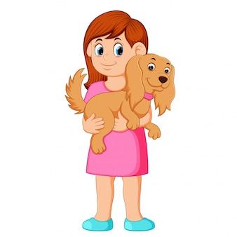 Frau, die kleinen hund hält