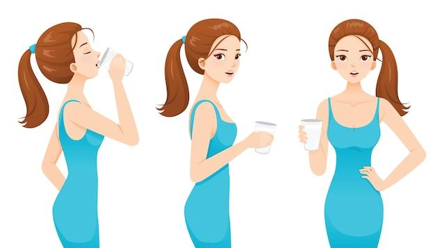 Frau, die milch für gesundheit trinkt. gute form frau im blauen kleid.