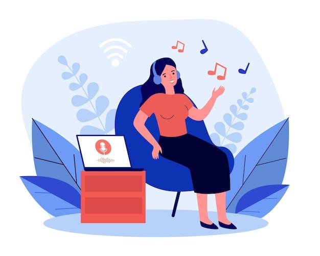 Frau, die musik vom laptop in den drahtlosen kopfhörern hört. mädchen im stuhl unter verwendung der flachen vektorillustration des musikdienstes. musik, technologiekonzept für banner, website-design oder landing-webseite