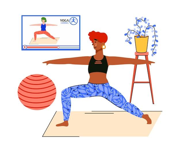 Frau, die online-yoga-tutorial beobachtet und zu hause im fitnessstudio streckt
