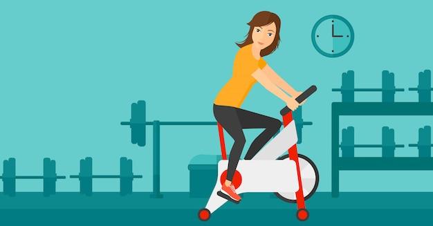 Frau, die radfahrenübung tut