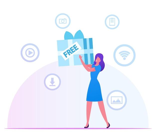 Frau, die riesige eingewickelte geschenkbox in den händen mit mediensymbolen für app herum hält. karikatur flache illustration