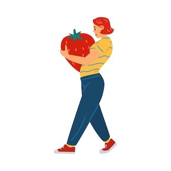 Frau, die riesige erdbeere in der flachen vektorillustration der hände lokalisiert trägt