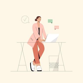 Frau, die sich wohl fühlt, laptop benutzt, um zu arbeiten oder von zu hause aus zu chatten, fernkommunikation