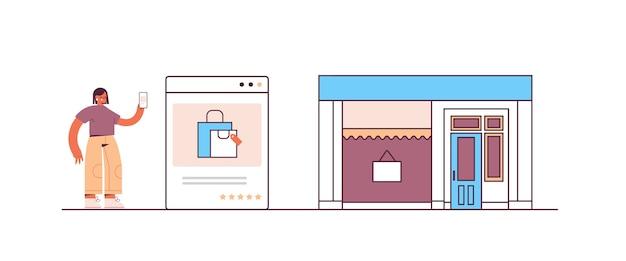 Frau, die smartphone-anwendung für online-shopping-bestellung und bezahlung des intelligenten e-commerce-einkaufs verwendet