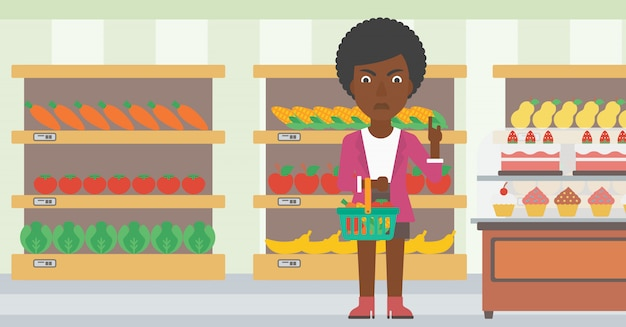 Frau, die supermarktkorb hält.