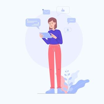 Frau, die tablette für soziale medien verwendet