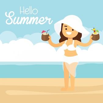 Frau gehen, in sommerferien, frau am sommerstrand an den feiertagsferien mit cocktails zu reisen