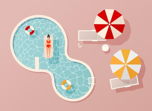 Frau im badeanzug liegend auf schwimmender schwimmbadmatratze