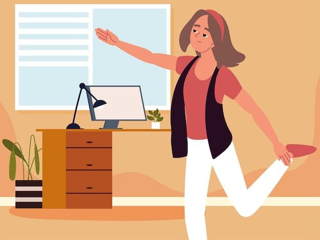 Frau im büro, die bein ausdehnt