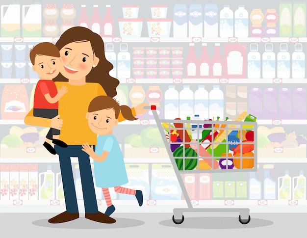 Frau im supermarkt mit zwei kleinen kindern und einkaufswagen voller lebensmittel. vektor-illustration