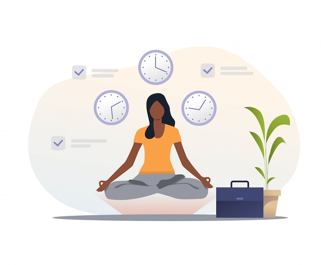Frau im yogakleid meditierend am arbeitsplatz