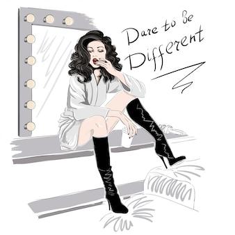 Frau in hohen stiefeln nahe dem spiegel