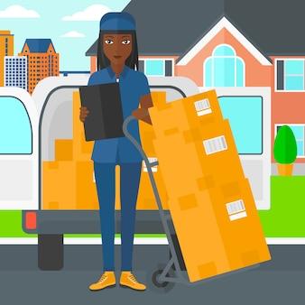 Frau liefert kartons