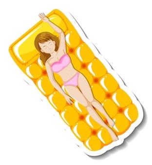 Frau liegt auf schwimmender poolmatratze