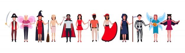 Frau mann gruppe tragen verschiedene kostüme stehen zusammen happy halloween-konzept