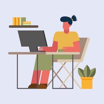 Frau mit computer, der am schreibtisch vom hauptentwurf des telearbeitsthemas vektorillustration arbeitet