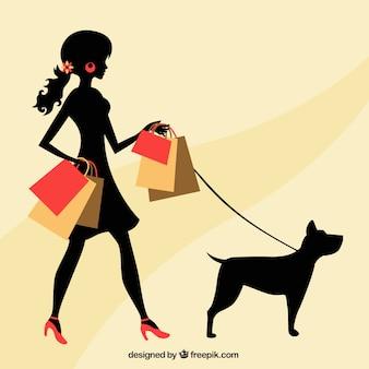 Frau mit einem hund und einkaufstaschen
