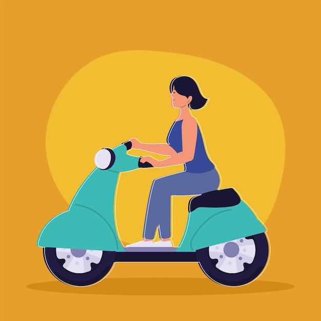 Frau mit elektrischem motorradtransport