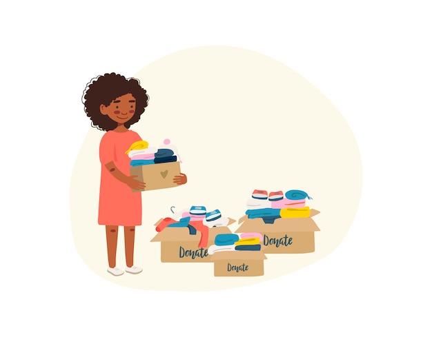 Frau mit kartenboxen mit kleidung für spende