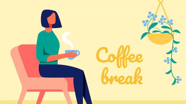 Frau mit kurzen schwarzen haaren. kaffeepause.