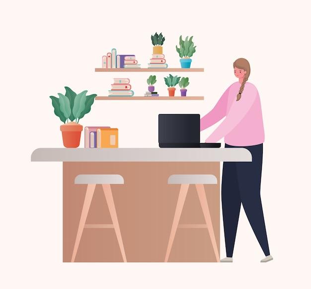 Frau mit laptop, der an tischdesign von arbeit vom hauptthema arbeitet