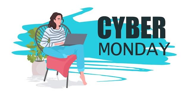 Frau mit laptop-mädchen kaufen online-cyber-montag großes verkaufskonzept horizontale vektorillustration in voller länge