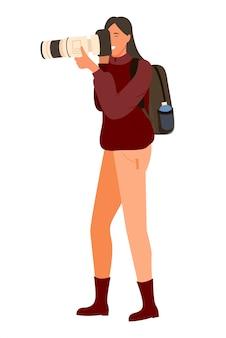 Frau mit professioneller full-hd-kamera, rucksack