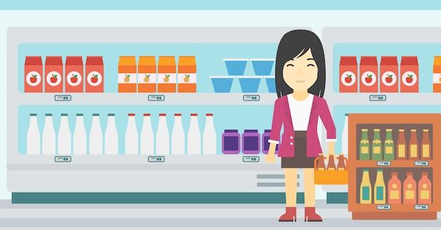 Frau mit satz bier am supermarkt.