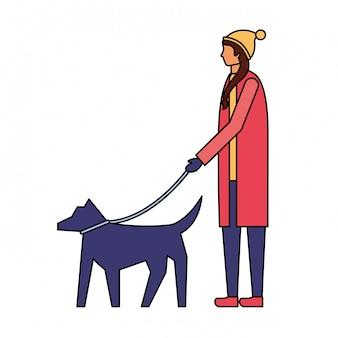 Frau mit winterkleidung ihren hund gehend