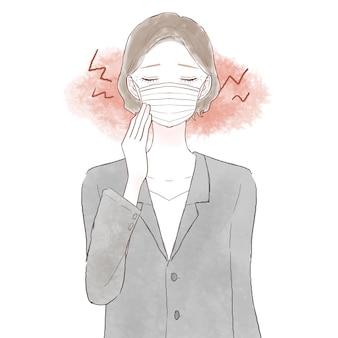 Frau mittleren alters in einem anzug, die durch das tragen einer maske unter reibung und entzündungen leidet. auf weißem hintergrund.