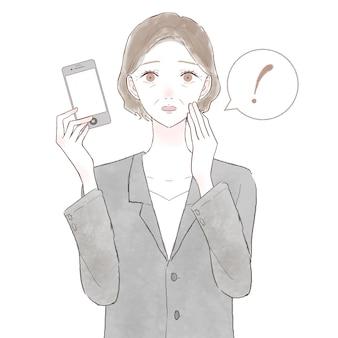 Frau mittleren alters in einem anzug überrascht mit einem smartphone. auf weißem hintergrund.