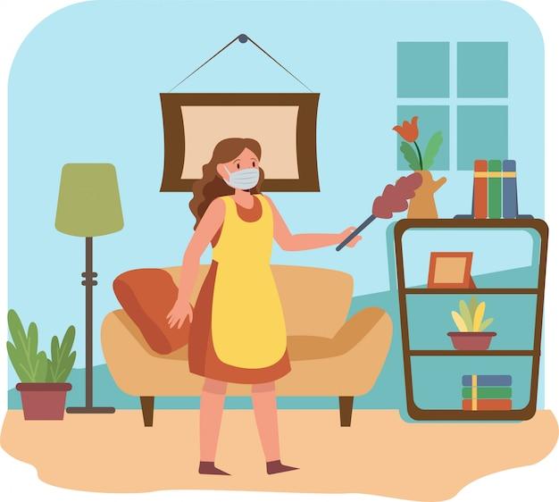 Frau putzt wohnzimmer allein, während sie medizinische maske benutzt