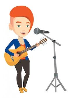 Frau singt im mikrofon und spielt gitarre.