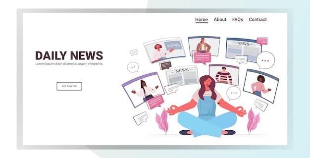 Frau sitzen lotus pose diskutieren tägliche nachrichten mit freunden in webbrowser windows chat blase kommunikationskonzept menschen mit virtuellen konferenz horizontale kopie raum illustration