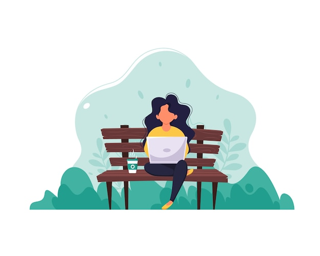 Frau sitzt auf einer bank mit einem laptop und kaffee. das konzept von fernarbeit, freiberuflicher tätigkeit und e-learning. in einem flachen stil.