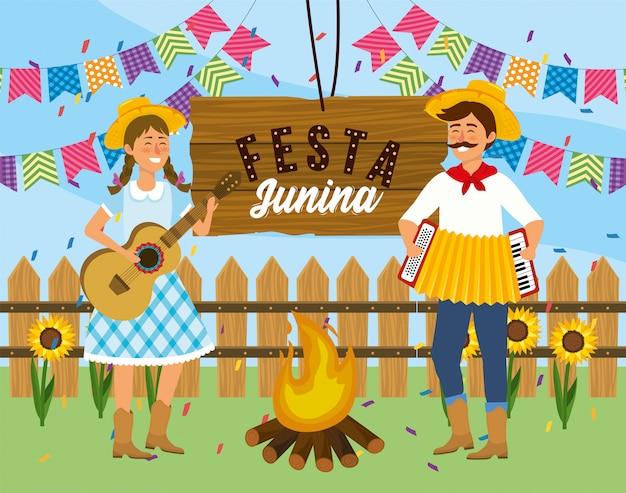 Frau und mann mit gitarre und akkordeon zum festival