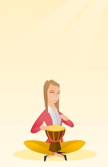 Frau, welche die ethnische trommel spielt