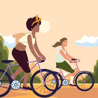 Frauen, die fahrrad fahren