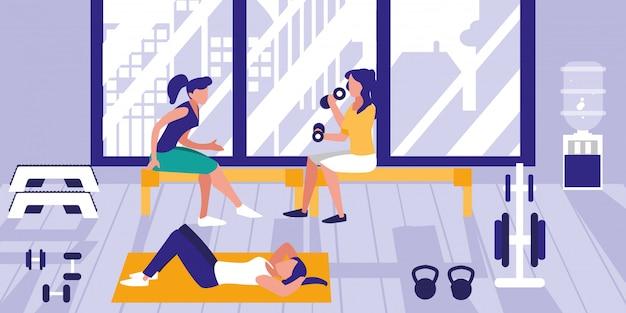 Frauen, die gewichte in der turnhalle anheben