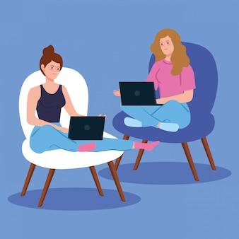 Frauen, die in der telearbeit mit laptop arbeiten, der in stühlen sitzt
