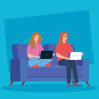 Frauen, die in der telearbeit mit laptop in der couch arbeiten