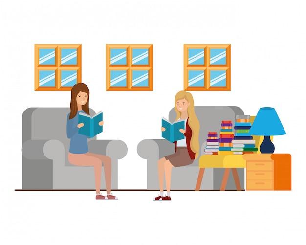 Frauen mit buch in händen im wohnzimmer