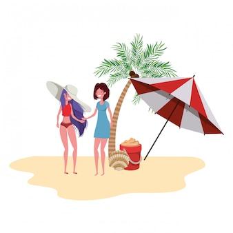 Frauen stehen am strand mit sonnenschirm