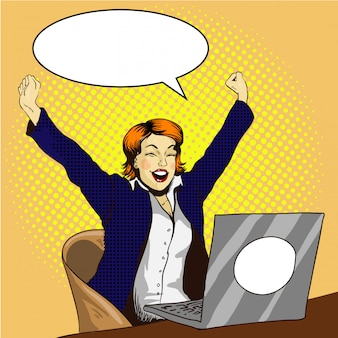 Frauenarbeit über laptop. geschäftsfrau im büro. auftrag ist erledigt