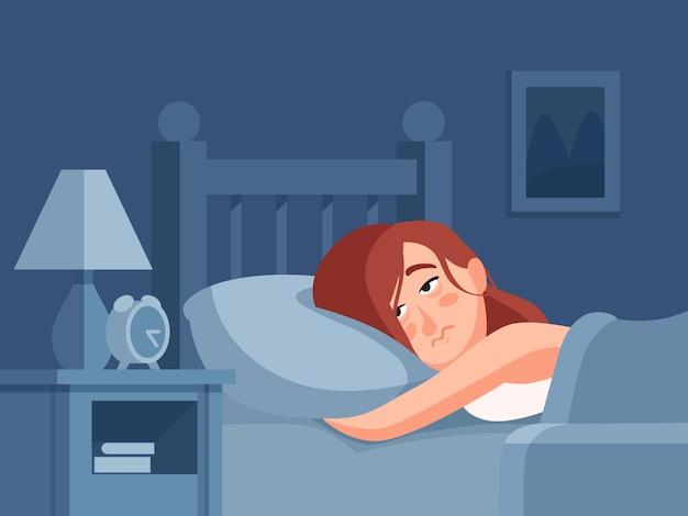 Frauencharakter mit der schlaflosigkeit oder albtraum, die im bett am nachtschlafzimmerhintergrund liegen.