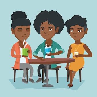 Frauengruppe, die heiße und alkoholische getränke trinkt.