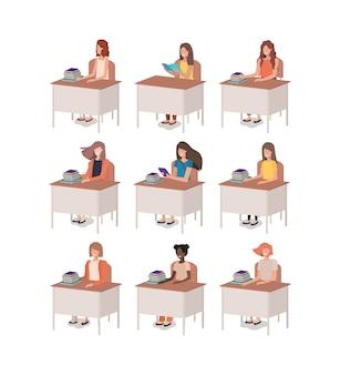Frauengruppe, die im schreibtisch sitzt